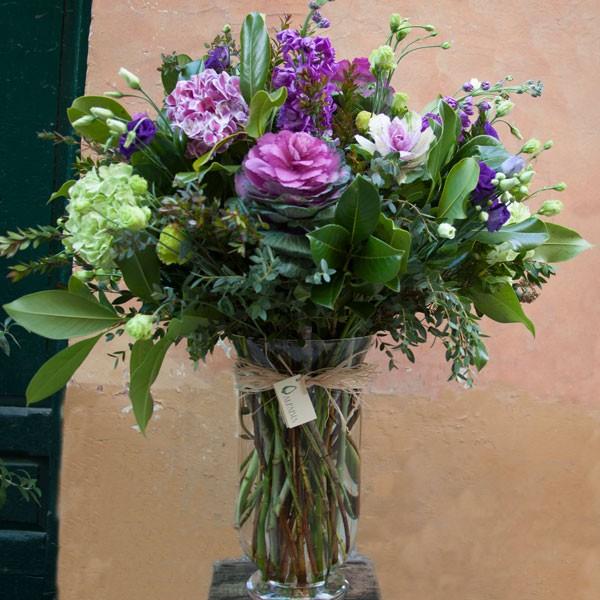 Jarro n de flores variadas morados malvas y verdes - Jarrones de cristal con flores ...
