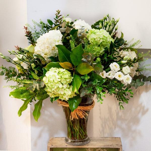 Jarro n de cristal con hortensias alfabia flores - Jarrones de cristal con flores ...